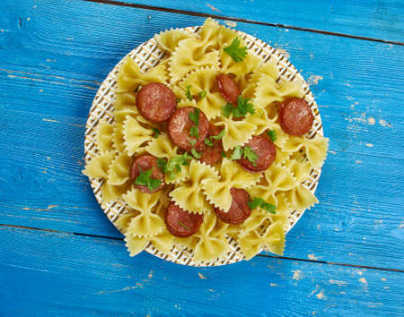 One Pot Kielbasa Pasta,  smoked kielbasa with pasta Farfalle Standard-Bild - 102735569