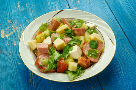 Salade Comtoise< cuisine franc-comtoise, classic French salad is full of flavour and texture, Banque d'images