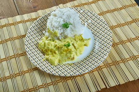 Aji de gallina - stufato di pollo peruviano aji amarillo peppers, servito con riso bollito