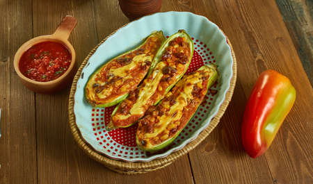 Chili Stuffed Spaghetti Squash Bowls , oasted spaghetti squash filled with a hearty two-bean vegetable chili Stockfoto - 129994700