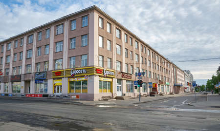 Deserted city street. Europe.Russian quarantine Coronavirus 2019-ncov Редакционное