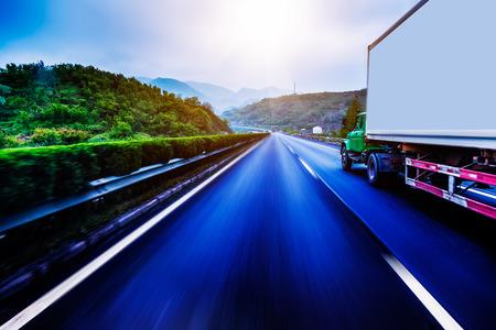 Container Trucking 版權商用圖片