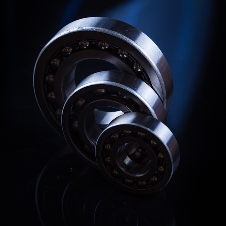 Bearings on a black background with reflection in water Banque d'images