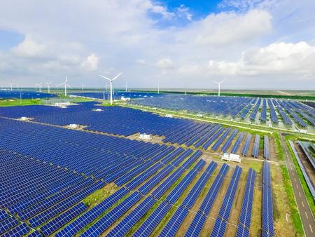 cenital: Paisaje industrial con diferentes recursos energéticos. Desarrollo sostenible.