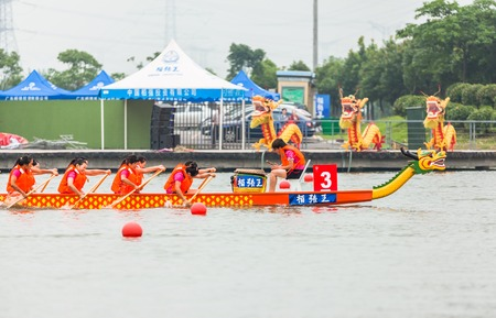 In June 11, 2013, a dragon boat race was underway in Jiangyin, Jiangsu Province, China. The dragon boat race is a traditional sport in China, which is generally held in the Chinese lunar calendar.