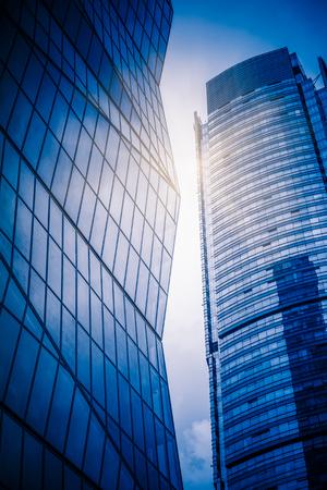 modern building exterior,blue toned image. 新聞圖片