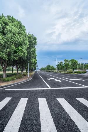都心部は中国の高速道路。