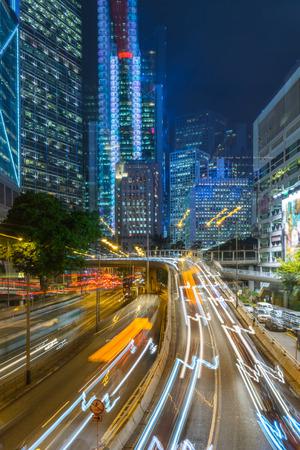 estelas de luz de tráfico en la noche en Shenzhen, China. Foto de archivo