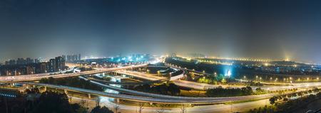 蘇州の航空写真ビューは、中国の夜陸橋します。