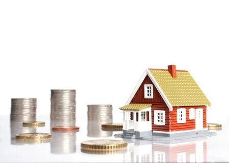Invertir en bienes raíces concepto. Aislado sobre fondo blanco. Foto de archivo - 4520906