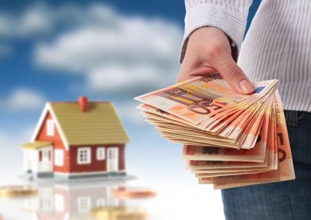 soldi euro: Investire in immobili concetto.  Archivio Fotografico