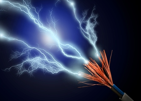 electric spark: Cable y descarga el�ctrica sobre fondo negro.
