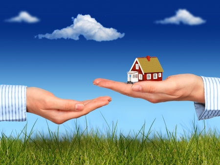 Real estate concept  House in hand  Banque d'images