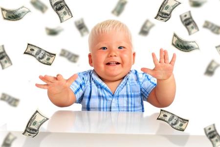 dinero volando: Joven empresario. Kid y un mont�n de dinero.