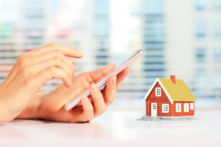 Immobilien online Standard-Bild - 71255141