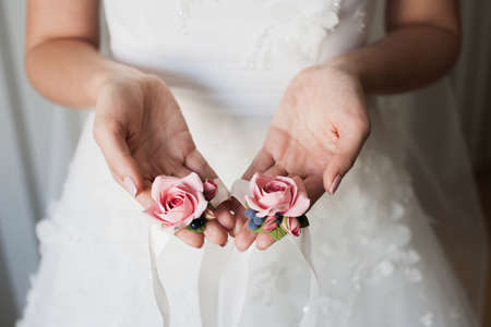 handbreadth: Bride holding the bridesmaids flowers in hands