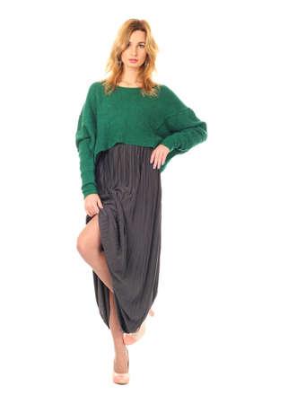 adivino: Mujer en la falda larga de pie en toda su longitud