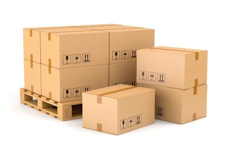 Kartonnen dozen en houten pallet op een witte achtergrond. Magazijn, verzending, vracht en levering concept. Stockfoto