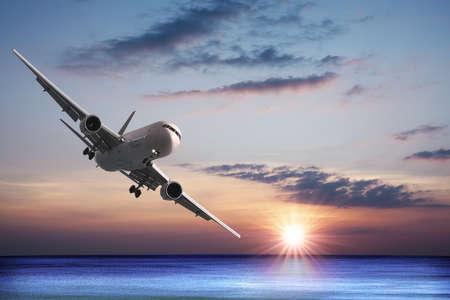 Jet vlieg tuigen in de zee