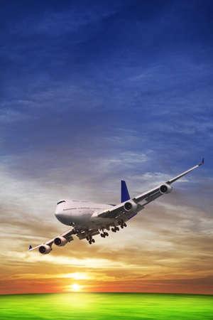 飛行のジェット機 写真素材