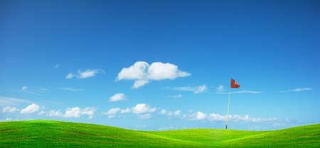 ゴルフ コース。パノラマの組成物。 写真素材