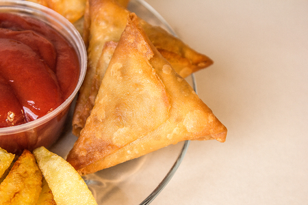 Traditional indian or pakistani samosa with fried rice Banco de Imagens
