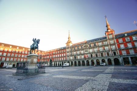 마드리드, 스페인에있는 광장 시장 아침 빛