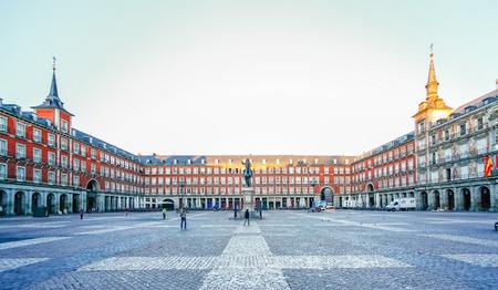 スペイン、マドリッドのマヨール広場で朝の光 報道画像