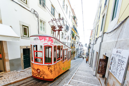 bairro: LISBON, PORTUGAL - OCTOBER 23,2012 : Lisbons Gloria funicular classified as a national monument opened 1885 located on the west side of the Avenida da Liberdade connects downtown with Bairro Alto.