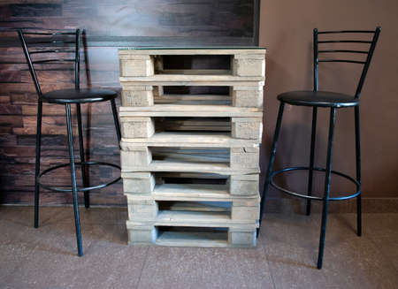 The original solution of the interior of the cafe. Just take the pallets.