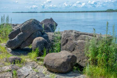 Sikachi-Alyan. Petroglyphs are on these stones Stockfoto