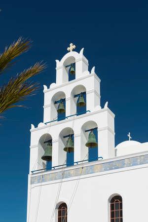 Mediterranean Church In Oia Santorini Standard-Bild