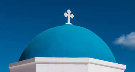 Iconic Blue Church Dome of Santorini Standard-Bild