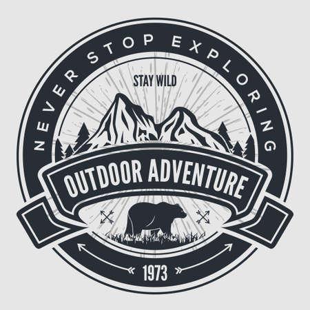 Outdoor Adventure vintage label, badge, emblem. Vettoriali