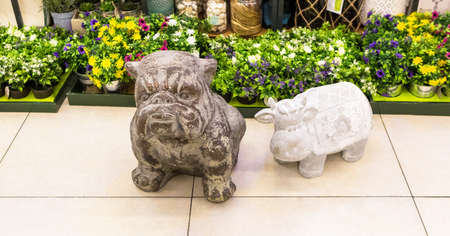 Bulldog statue decor close up isolated 免版税图像 - 156103560