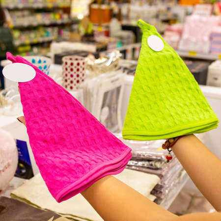 Purple and green baby hat at the store 免版税图像 - 156103632