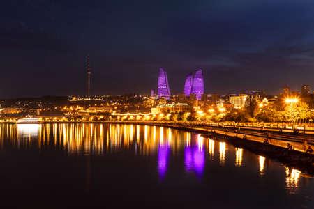 Baku city Caspian Sea Boulevard at night 免版税图像 - 156133041