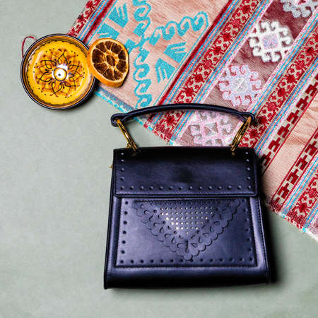 Blue woman handbag top view 免版税图像 - 156135401