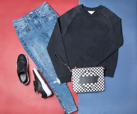 Casual sport woman dress shirt shoes and pants top view 免版税图像 - 156135428