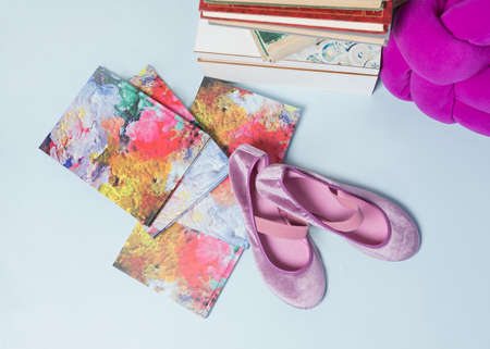 Pink girls shoes isolated on blue background 免版税图像
