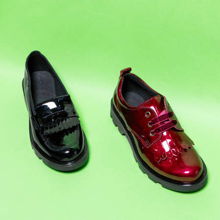 Red and black shiny male shoes isolated 免版税图像 - 156135285