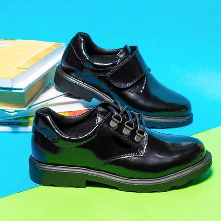 Black shiny boy male shoes isolated 免版税图像 - 156135226