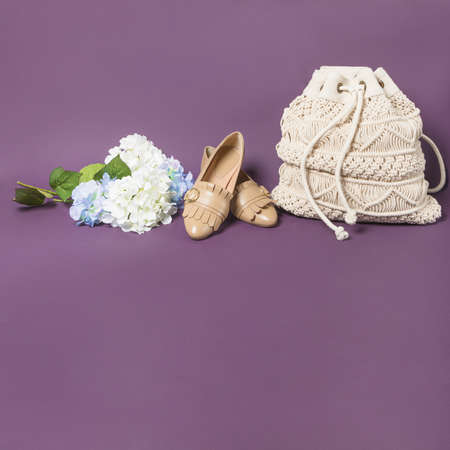 Woman shoes and cotton handbag isolated 免版税图像 - 156279492