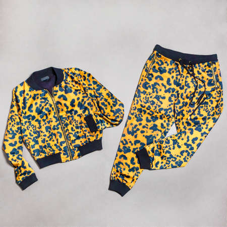 Panthere printed jacket and pants isolated, Leopard Pattern Trendy Fashion Colors 免版税图像 - 156279494