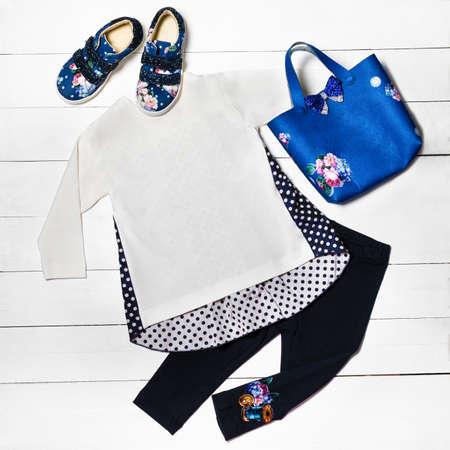 Casual girl dress, shirt, pants, bag shoes top view 免版税图像 - 156279500