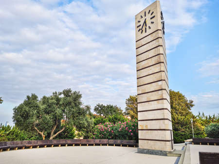 Baku / Azerbaijan - 09-15-2020: Simple clock tower 免版税图像 - 156210327