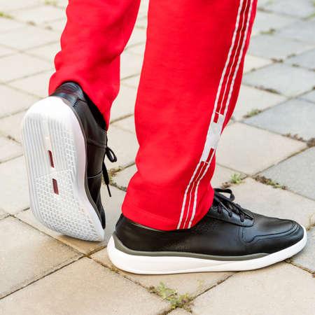 Man leather black sport sneakers close up 免版税图像 - 156253059