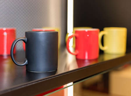 Colorful cups on the showcase close up 免版税图像 - 156253663