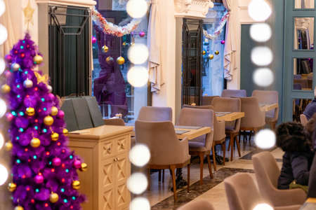 Purple Christmas tree in the restaurant interior 新闻类图片