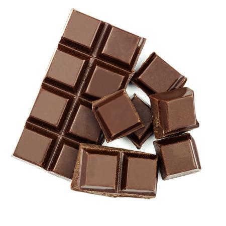 Donkere chocoladereep en kubussen die op witte backgroun, hoogste mening wordt geïsoleerd Stockfoto